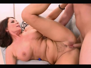 Hot MILF +50 With Natural Tits Get Fuck With Creampie