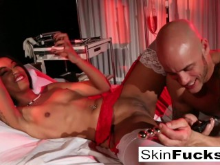 Nurse Skin gets anally penetrated by her patient