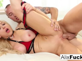 Sexy blonde stripper turns on her customer until he pops