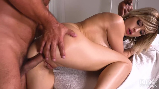 Teenage massage therapist Ria Sunn can't wait to suck & ride clients cock]>