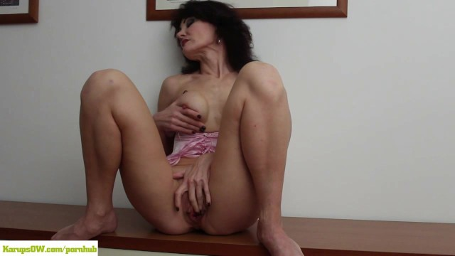 KarupsOW - Busty Older Amateur Melissa Plays With Big Pussy